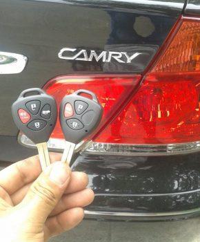 Làm chìa khóa Camry