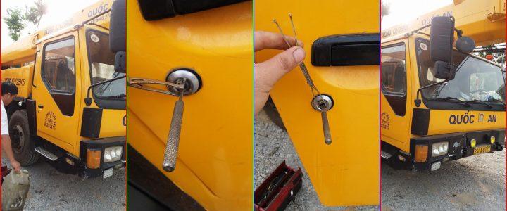 Thợ mở khóa cửa xe Cẩu, xe Nâng an toàn khi quên chìa trong xe