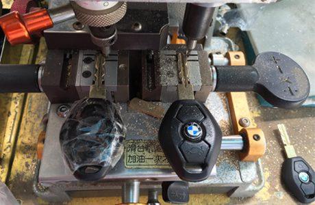 Làm chìa khóa xe BMW 525i chính hãng giá nét cho Gara