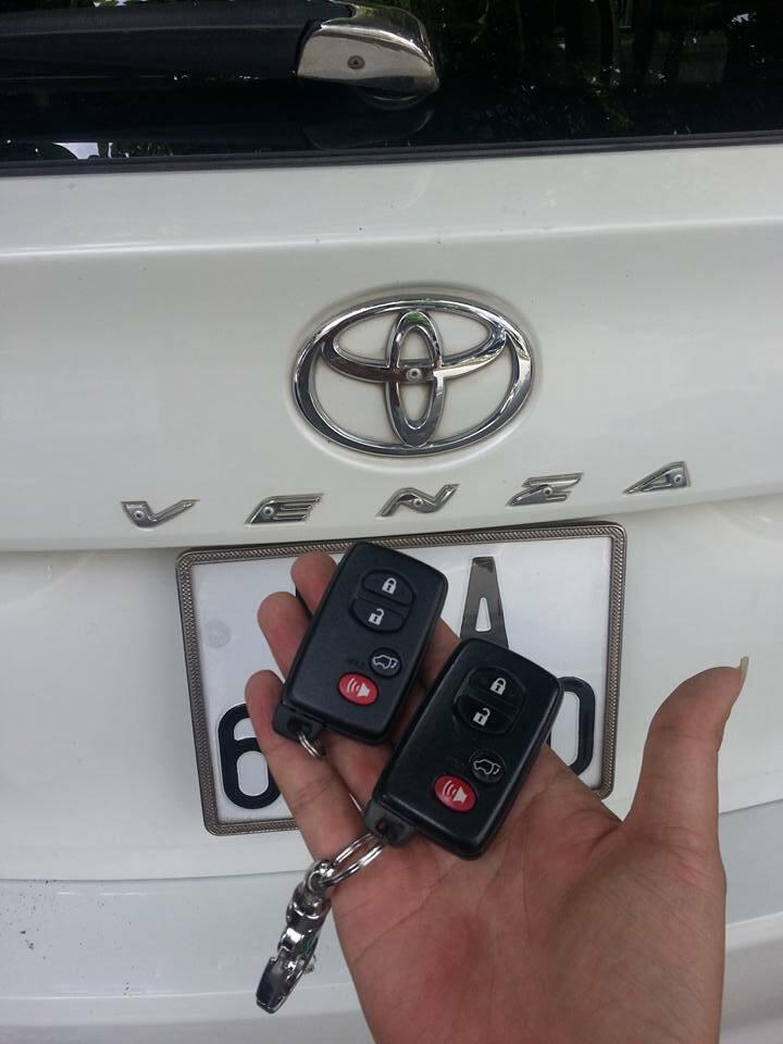 Chìa khóa xe venza
