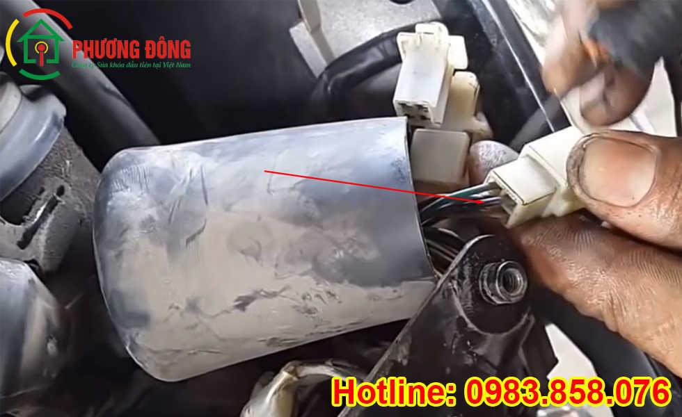 Cách nổ máy xe số khi mất chìa khóa