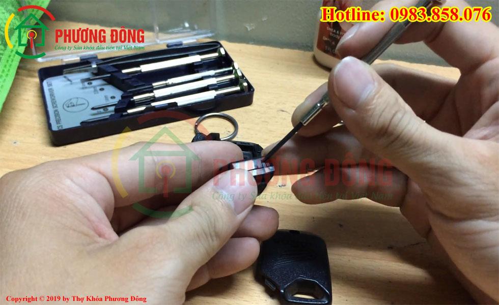 Cách cạy main chìa khóa Remote AirBlade