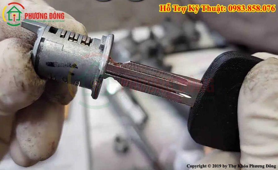 Sửa khóa cửa xe ô tô