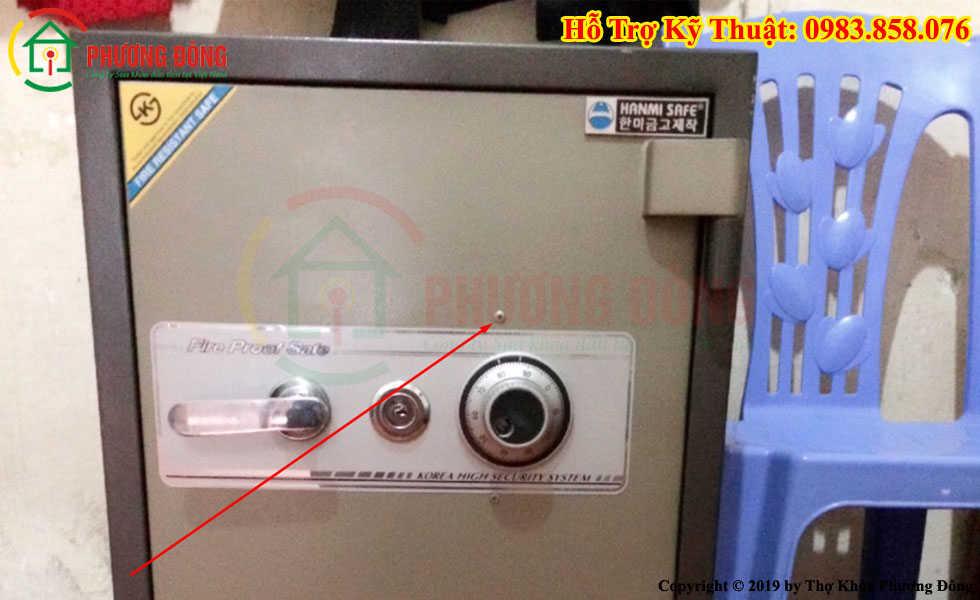 Thợ mở khóa két sắt bị quên mã số