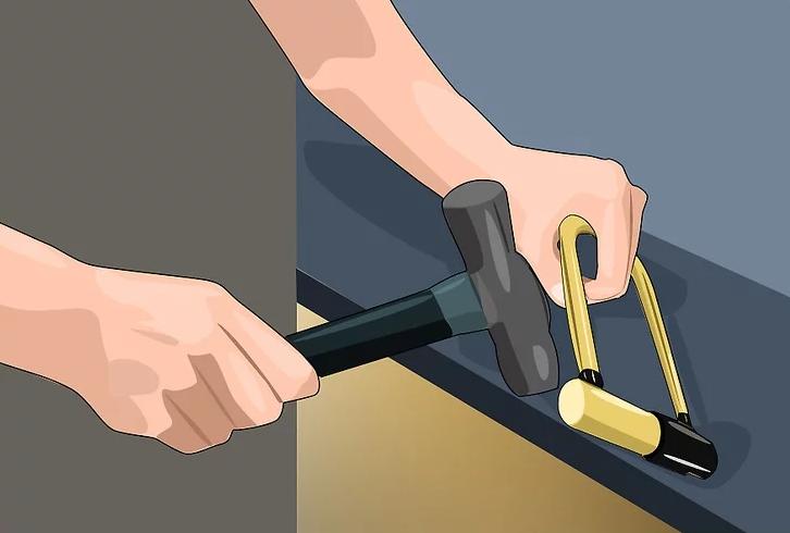 Phá khóa bằng búa