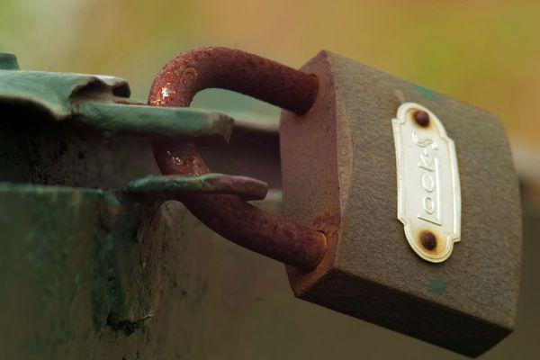 Chìa khóa bị gẫy do khóa để lâu