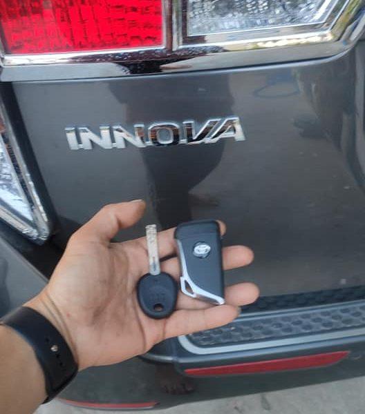 Làm Chìa Khóa Xe Toyota Innova Nhận Chìa Ngay Giá Tốt Nhất